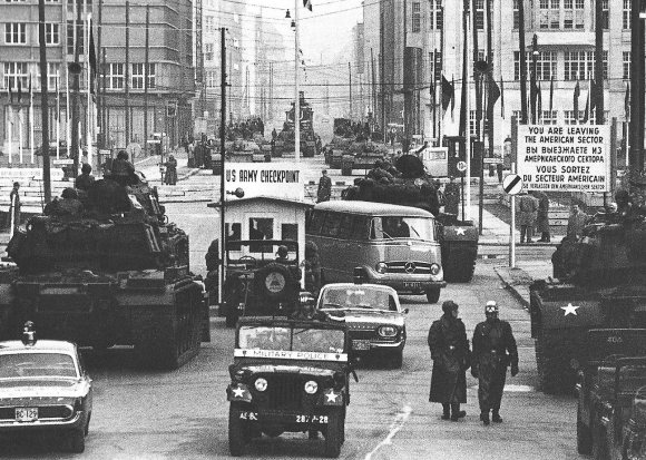 checkpoint-charlie-19611