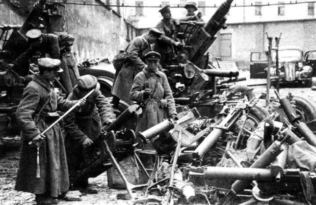 Armia-sowiecka-w-zdobytym-Grodnie-1